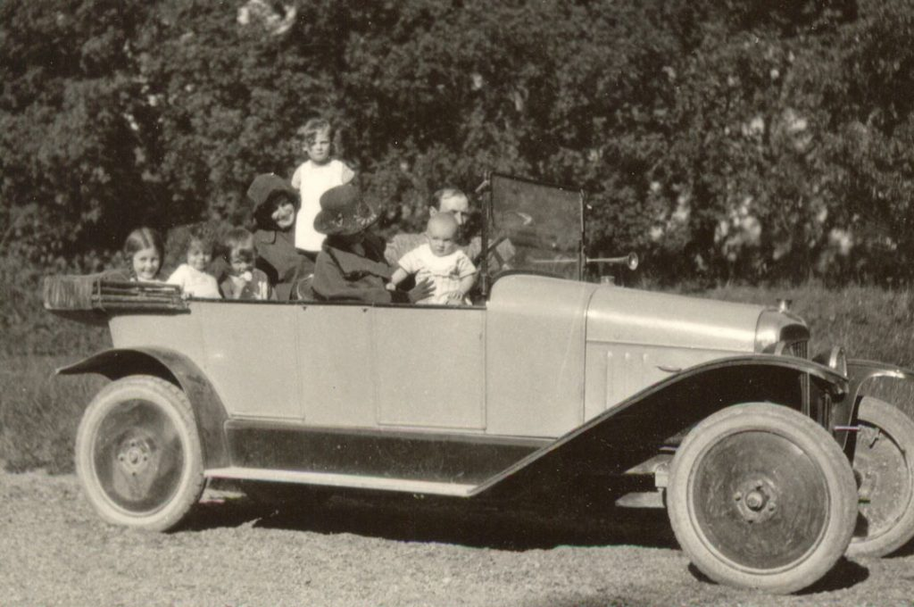 en-voiture-en-1923.jpg